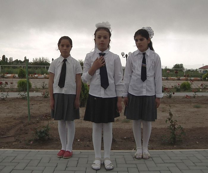 Schoolchildren reciting national poems                                                                                                                                                                                                                          Ulusal şiir okuyan ögrenciler