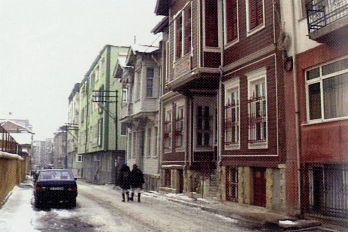 A still from the documentary film Edirne (1998) by Hilmi Etikan                                                                                                                                                                                                 Hilmi Etikan'in <i>Edirne</i> (1998) belgeselinden bir kare
