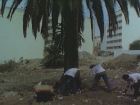 Yto Barrada, Beau Geste, 2009, still Courtesy of the artist and Galerie Sfeir-Semler, Beirut/Hamburg Yto Barrada, <i>Beau Geste</i> [<i>Güzel Jest</i>], 2009, videodan görüntü