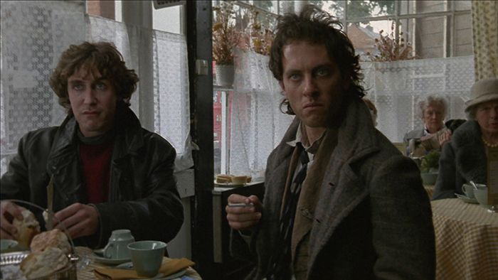Still from the film Withnail & I (1987) ©Handmade Films <i>Withnail & I</i> (1987) filminden bir kare ©Handmade Films
