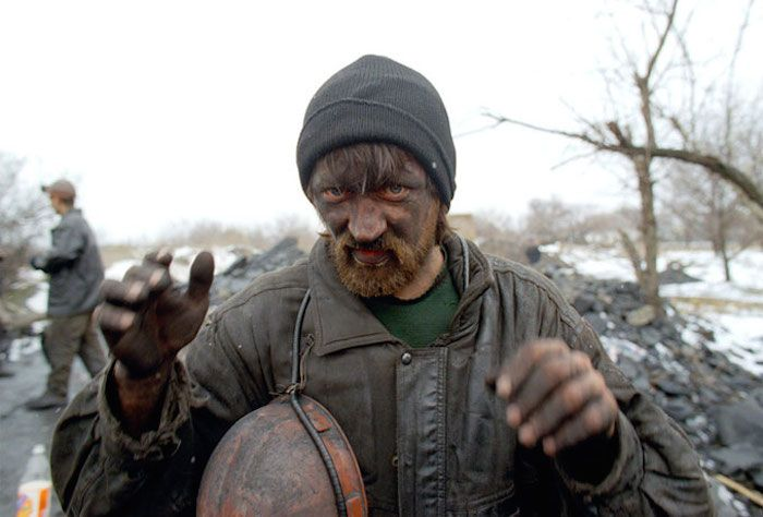 Still from the film Workingman's Death (2005) <i>İşçinin Ölümü</i> (2005) filminden bir kare